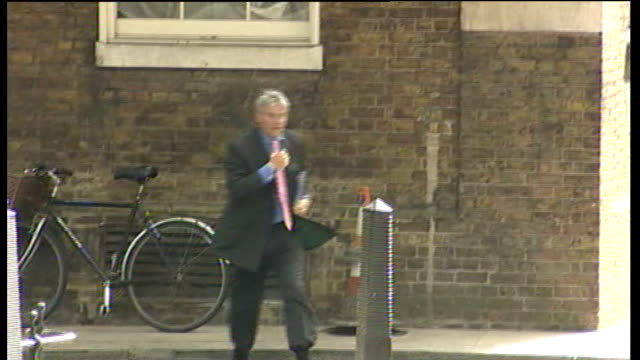 stockvideo's en b-roll-footage met ipcc to investigate 'procedural irregularities' in police investigation lib london downing street ext andrew mitchell mp arriving on bicycle then... - number 9