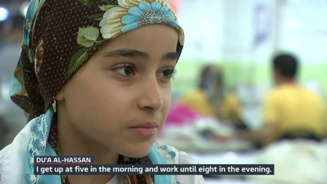 plight of syrian refugees trying to survive in turkey; turkey: istanbul: int various of 10-year-old syrian refugee girl du'a al-hassan working in... - 画面切り替え カットアウェイ点の映像素材/bロール