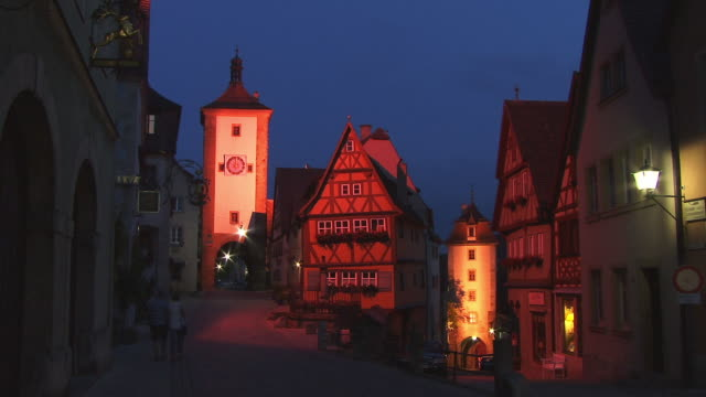 fast motion, ws, plonlein (little square) with sieber tower and kobolzeller tower at dusk, rothenburg ob der tauber, franconia, bavaria, germany - rothenburg stock videos and b-roll footage