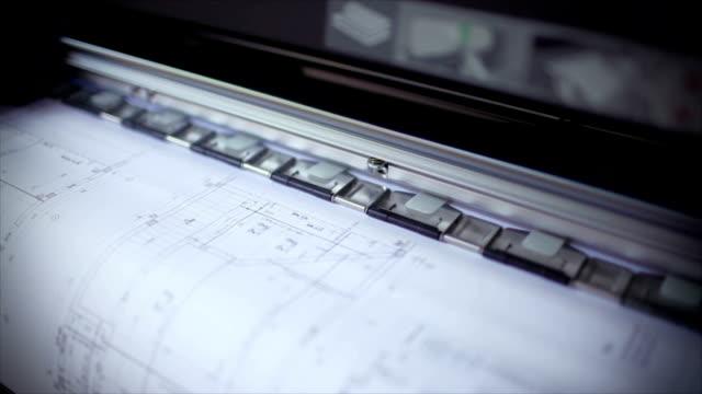 vídeos de stock e filmes b-roll de plotter é impressão projecto de construção de nova casa - hd format