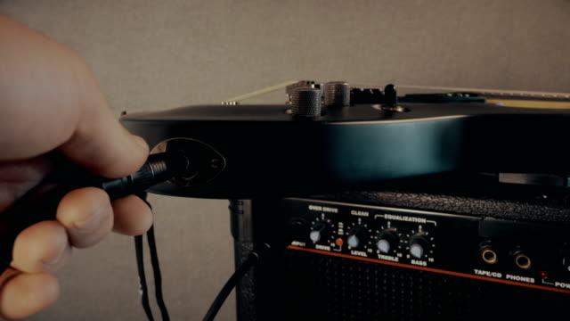 vidéos et rushes de fiche prise en guitare électrique - amplificateur