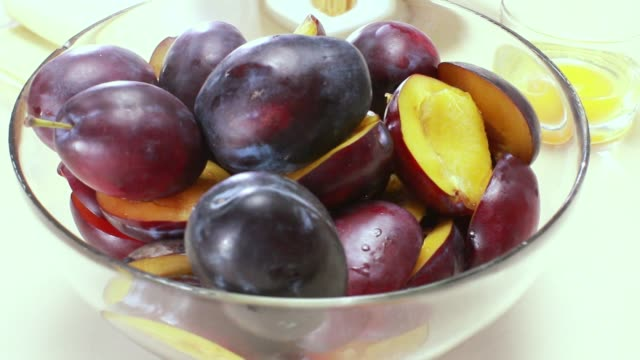 plums in bowl - plum stock videos & royalty-free footage