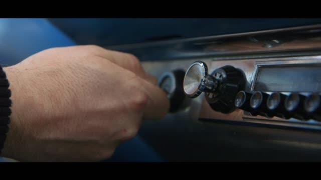 plymouth belvedere - turning keys in ignition - 車のキー点の映像素材/bロール
