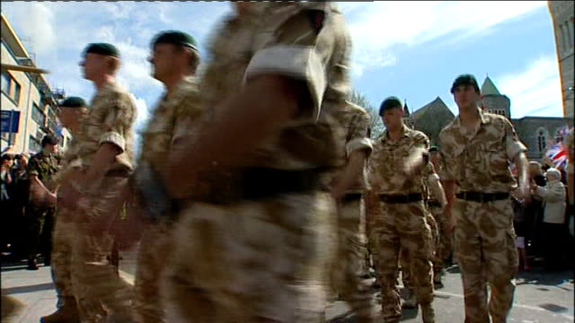 Welcome parade for 29 Commando Regiment returning from Afghanistan ENGLAND Devon Plymouth EXT Soldiers of 29 Commando Regiment Royal Artillery...