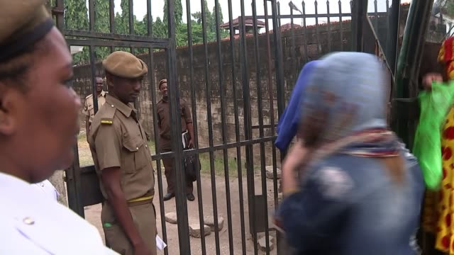 woman appears in court accused of running ivory smuggling network tanzania dar es salaam ext yang fenglan out of vehicle and along through gates yang... - 象牙点の映像素材/bロール