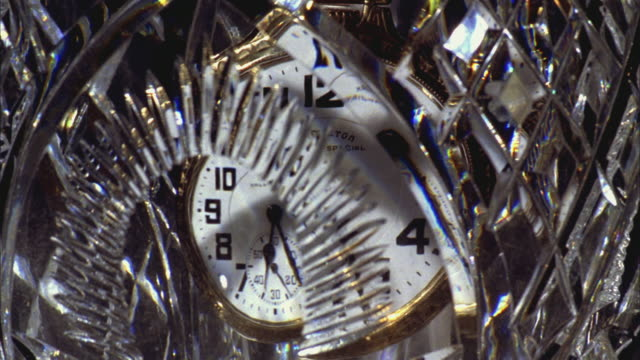 vidéos et rushes de ms t/l pocket watch in crystal rotating surround / santa barbara, california, united states - déformé