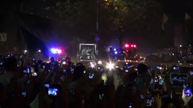 vídeos y material grabado en eventos de stock de poco antes de llegar a filipinas este jueves como parte de su gira asiatica el papa francisco se pronuncio sobre los ataques contra la publicacion... - jueves