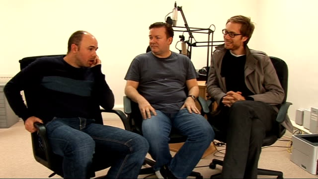 ricky gervais guide to the english; ricky gervais, stephen merchant and karl pilkington interview continued sot - ricky gervais stock videos & royalty-free footage