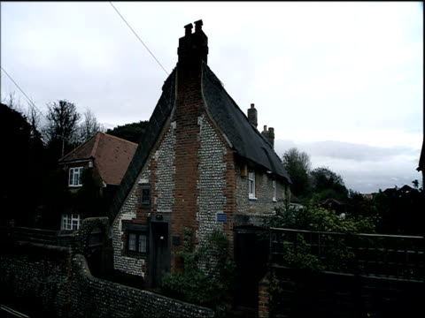 poet william blake's house in felpham sussex - strohdach stock-videos und b-roll-filmmaterial