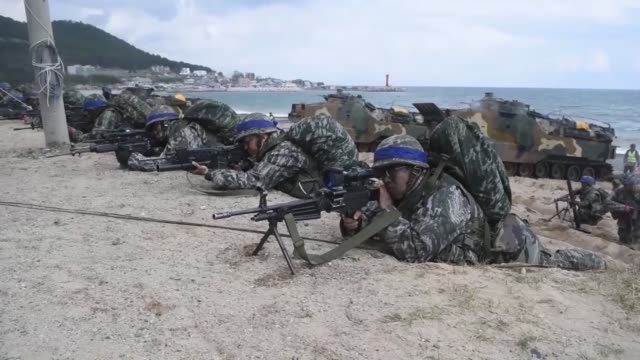 stockvideo's en b-roll-footage met south korean and us forces on april 2 opened to the media a joint exercise they are conducting in a southeastern coastal area of south korea to... - south korean army
