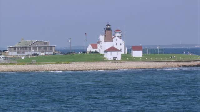 vídeos y material grabado en eventos de stock de aerial point judith lighthouse and other buildings on the coastline / point judith, rhode island, united states - formato buzón