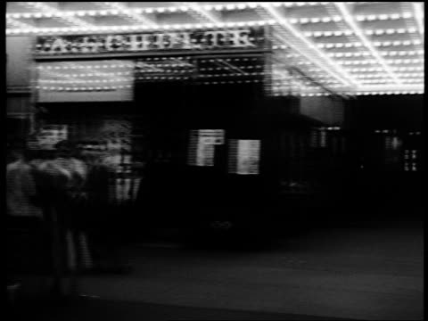 vidéos et rushes de b/w 1952 car point of view bright lights + signs + theater marquees / nightlife on broadway, nyc - 1952