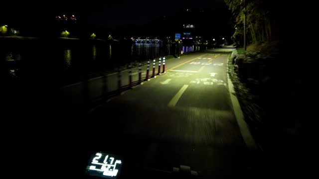 point of view pov cycling through bicycle path at night - allenamento video stock e b–roll