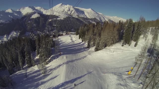 vidéos et rushes de point of view from camera fixed to cable car as ascends jakobshorn mountain from davos ski resort in the build up to the 2013 world economic forum... - car point of view