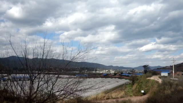 punto di vista dal passo del treno vicino naturale - morelia video stock e b–roll
