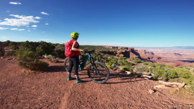 stockvideo's en b-roll-footage met point of view pov mountainbike in moab (utah) - moab utah