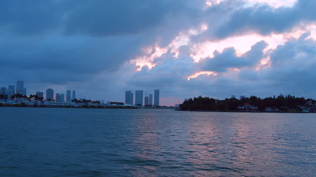 vidéos et rushes de point of view of a tourist in the biscayne bay, miami, florida, usa - biscayne bay