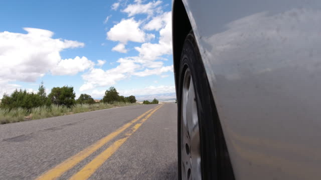 vídeos de stock e filmes b-roll de point of view of from the side of a silver vehicle while driving down the colorado national monument near grand junction, colorado under a partly cloudy sky - road junction