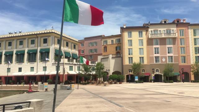 stockvideo's en b-roll-footage met point of view of the loews portofino bay hotel in universal studios seen on july 20, 2019; in orlando, florida, usa. universal studios' famous... - redactioneel