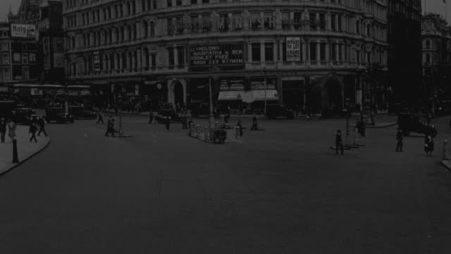 point of view of traffic and pedestrians on busy trafalgar square in london, uk - 1930 stock videos & royalty-free footage