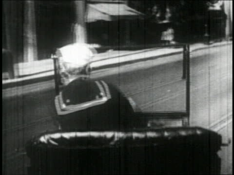 vidéos et rushes de b/w 1927 rear view point of view sailor (bill blaisdell) in car driving recklessly on street / feature - marinière