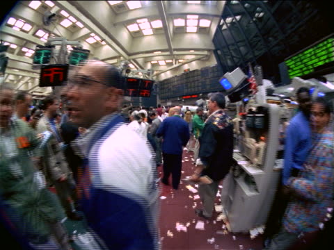 vidéos et rushes de fisheye point of view traders working on littered floor of coffee, sugar + cocoa exchange, nyc - 1990 1999