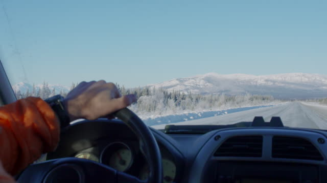 point of view winter driving - cappotto invernale video stock e b–roll