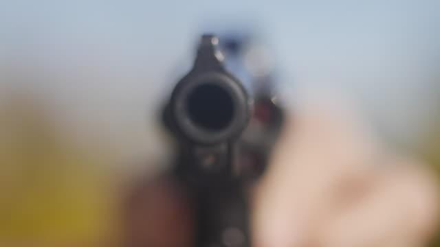 stockvideo's en b-roll-footage met pointing a revolver gun - bedreiging
