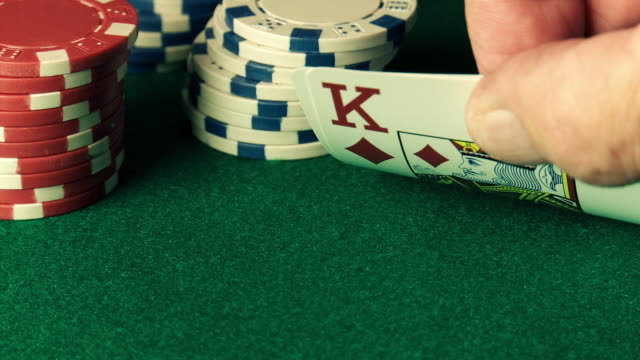 poker: checking hand and betting in texas hold'em game - gebot stock-videos und b-roll-filmmaterial