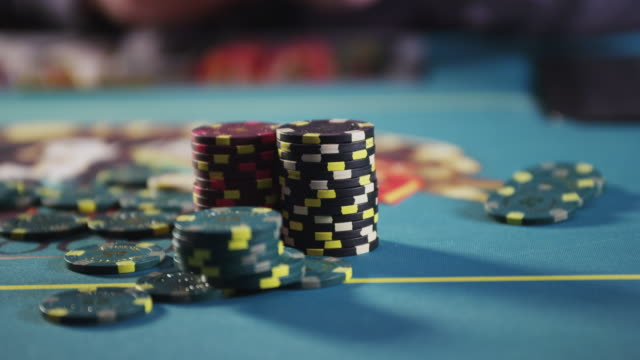 stockvideo's en b-roll-footage met poker chips stacked on gambling table. - gokken