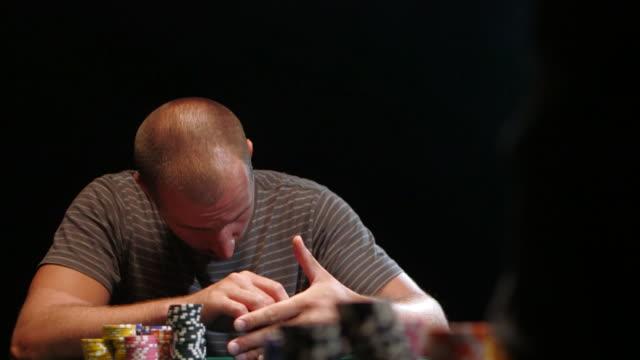 vídeos de stock e filmes b-roll de poker game - póquer