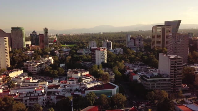 stockvideo's en b-roll-footage met polanco aerial view with mexican flag in the background - mexico stad