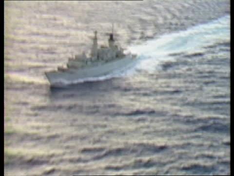 vidéos et rushes de polaris submarine support operation itn royal navy frigate hms beaver towards - castor rongeur