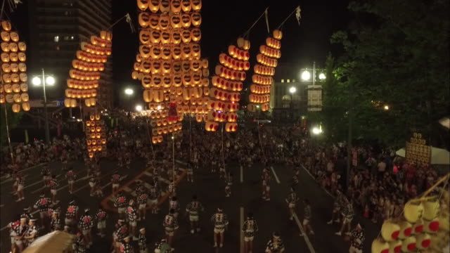 pole lantern festival in akita city - 伝統的な祭り点の映像素材/bロール