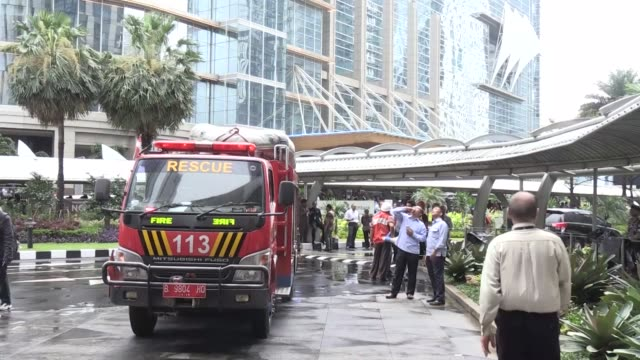 police and emergency personnel work at the scene after a mezzanine floor at indonesia's stock exchange building collapsed into the lobby on january... - 残骸点の映像素材/bロール