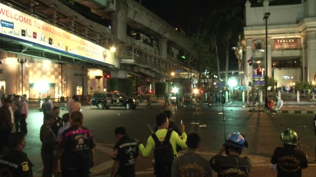 police and emergency responders investigate the scene of a bombing at the erawan shrine, a popular tourist attraction at the ratchaprasong... - 公共物破壊点の映像素材/bロール