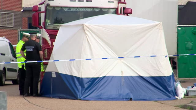 police and forensic officers at lorry containing 39 bodies in grays essex - cordon boundary stock videos & royalty-free footage