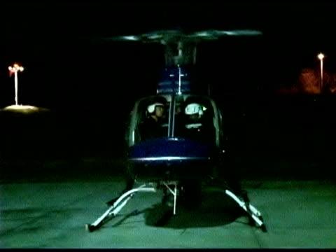 vídeos de stock e filmes b-roll de police and helicopter - só homens de idade mediana