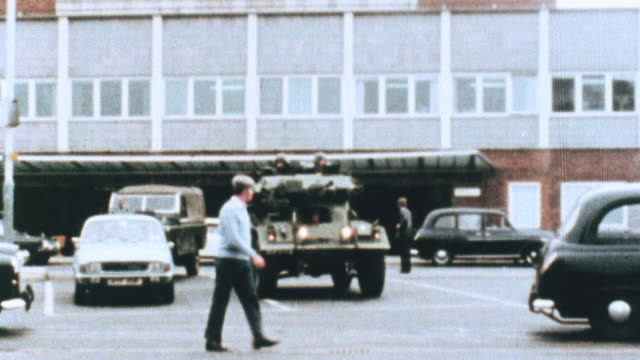 vídeos de stock e filmes b-roll de 1981 montage k9 police and military personnel providing security at an airport / united kingdom - 1981