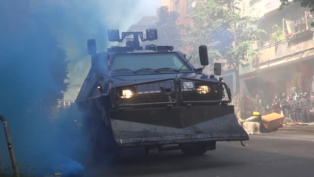 police apc reinforces officers as they enter rigaer strasse on june 16, 2021 in berlin, germany. protests turned violent between leftist... - armoured vehicle stock videos & royalty-free footage