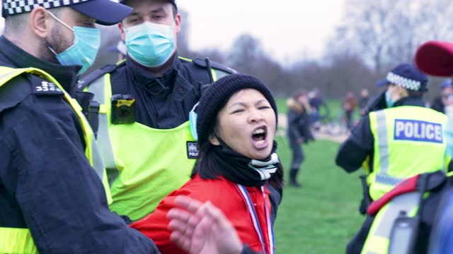 """police arrest protesters on march 20, 2021 in london, england. """"world wide rally for freedom"""" protests, with apparent links to the qanon... - motion stock videos & royalty-free footage"""