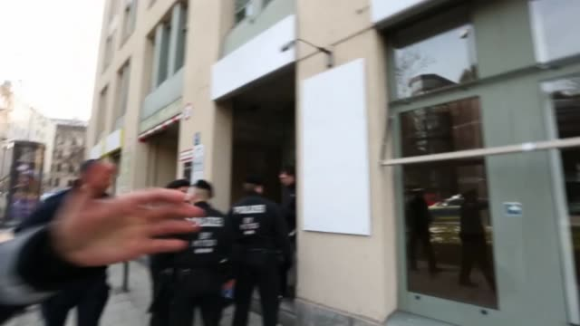vídeos de stock, filmes e b-roll de police arresting activists in munich germany on march 20 2018 about 20 prokurdish activists blocked the bavarian headquarters of the social... - alta baviera