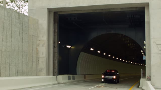 ls a police car arrives at the end of the port miami tunnel the portmiami tunnel opens for the first time on august 3 2014 in miami florida the... - baia di biscayne video stock e b–roll