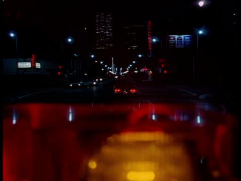 vídeos y material grabado en eventos de stock de a police car drives down a new york city street. - carro blindado