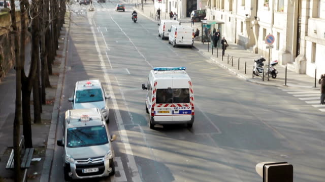 stockvideo's en b-roll-footage met police car in paris - frankrijk