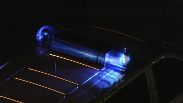 polizei auto lichter (hd ntsc und pal - blaulicht stock-videos und b-roll-filmmaterial