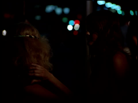 vídeos de stock, filmes e b-roll de a police car with flashing lights drives past traffic and prostitutes on hollywood boulevard. - prostituta