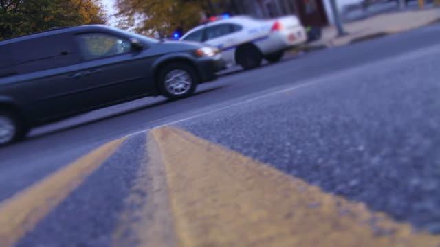 警察の車の都会的なブルー - パトカー点の映像素材/bロール