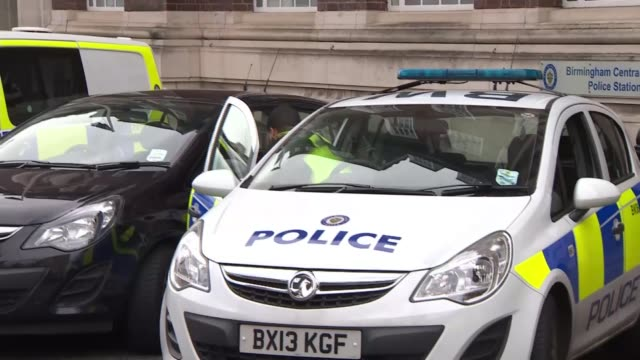 police cars without sirens used in emergencies tom cuddeford interview sot police officer out of vauxhall corsa police car parked police car various... - 乗り物の明かり点の映像素材/bロール