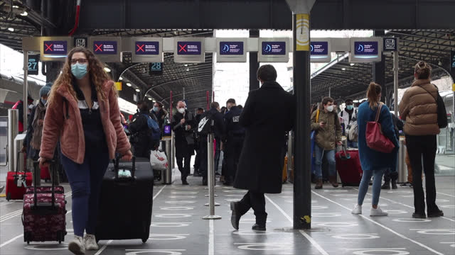 police check for passengers coming from stuttgart at gare de l'est on february 01, 2021 in paris, france. for the countries of the european union as... - bahnhof stock-videos und b-roll-filmmaterial
